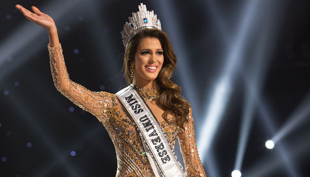 Iris Mittenaere, Miss France 2016 is crowned Miss Universe at the conclusion The 65th MISS UNIVERSE® Telecast airing on FOX at 7:00 PM ET live/PT tape-delayed on Sunday, January 29 from the Mall of Asia Arena. The new winner will move to New York City where she will live during her reign and become a spokesperson for various causes alongside The Miss Universe Organization.
